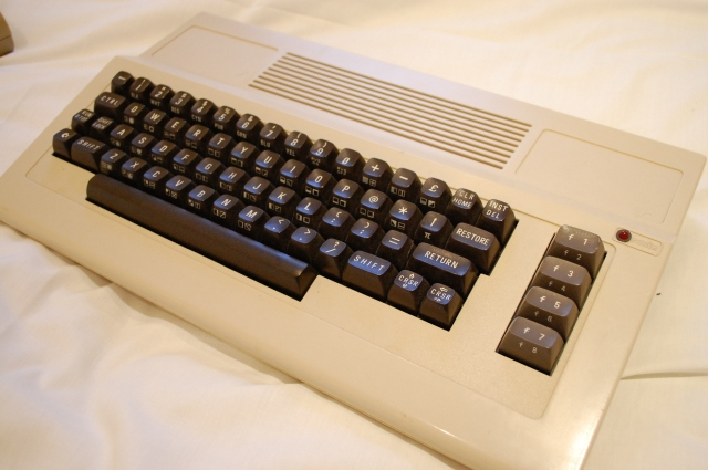 1_commodore 64 3rd party keyboard